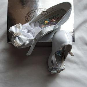 Size 11  White shoes for girls